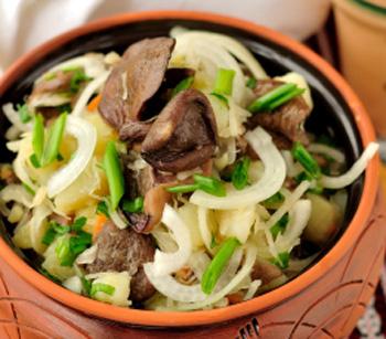 Салат из квашенной капусты с грибами