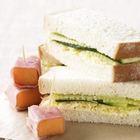 Бутерброд с огурцом на завтрак