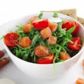 Рецепт салата с семгой и козьим сыром