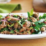 Тайский салат из говядины с Нам Чим