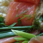 Салат с кальмарами креветками и семгой в майонезе